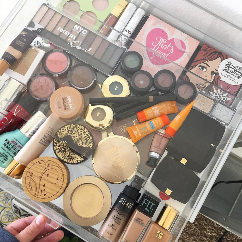 beauty room, makeup vanity