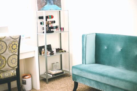 velvet couch, beauty room, amanda pamblanco
